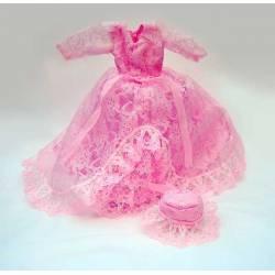Vestido rosa con pamela...