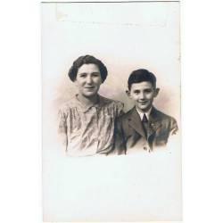 Antigua fotografía de madre...