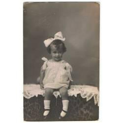Antigua foto-postal de niña...
